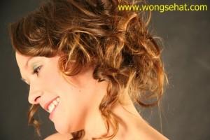 Penyebab Rambut Rontok pada Wanita